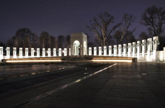 World War II Memorial | USA Guided Tours - Best Day & Night DC Bus Tours
